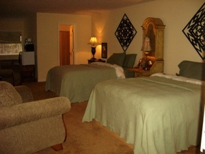 Oriental Queen Suite Photo 1